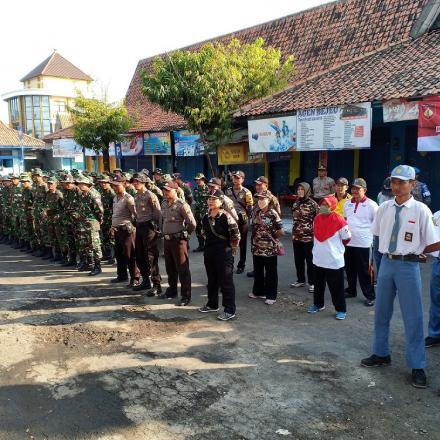 Bersama TNI, Polri, OSIS dan Pemdes Gedongmulyo